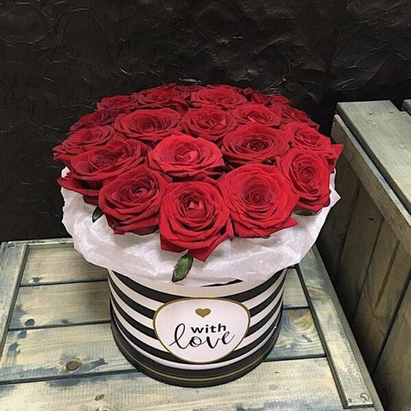 Цилиндр с красной розой