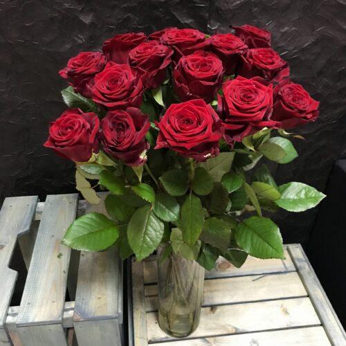 Букет из 15 красных Российских роз 60см