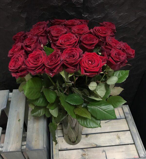 Букет из 25 красных Российских роз 60 см