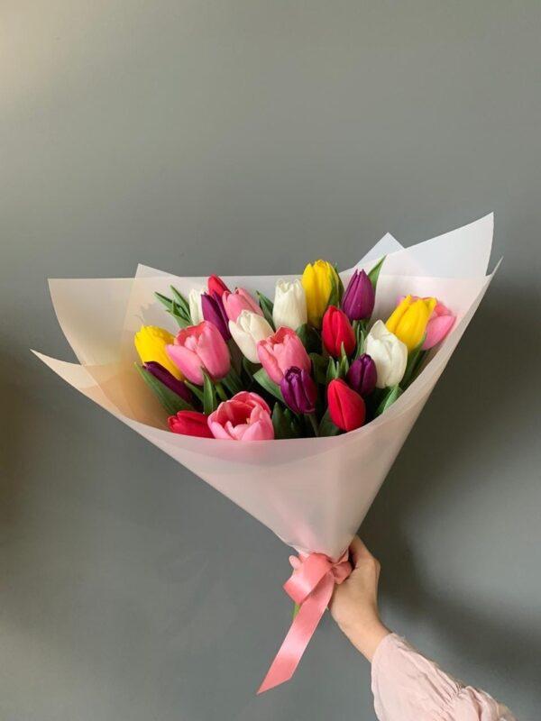 Букет из 19 тюльпанов микс