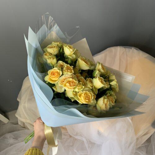Букет из кустовых роз «Bandolero»