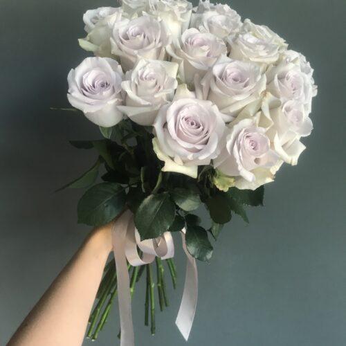 Букет из 19 роз «Сильвер лайт»